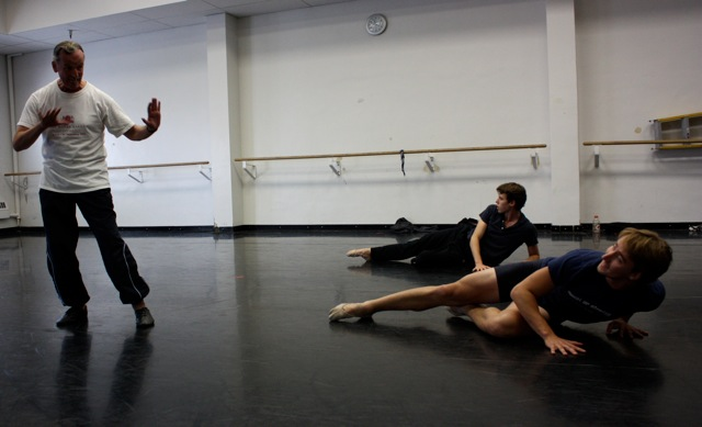 Christopher Carr teaching the role of Puck to Christopher Sellars and Owen Gaj.
